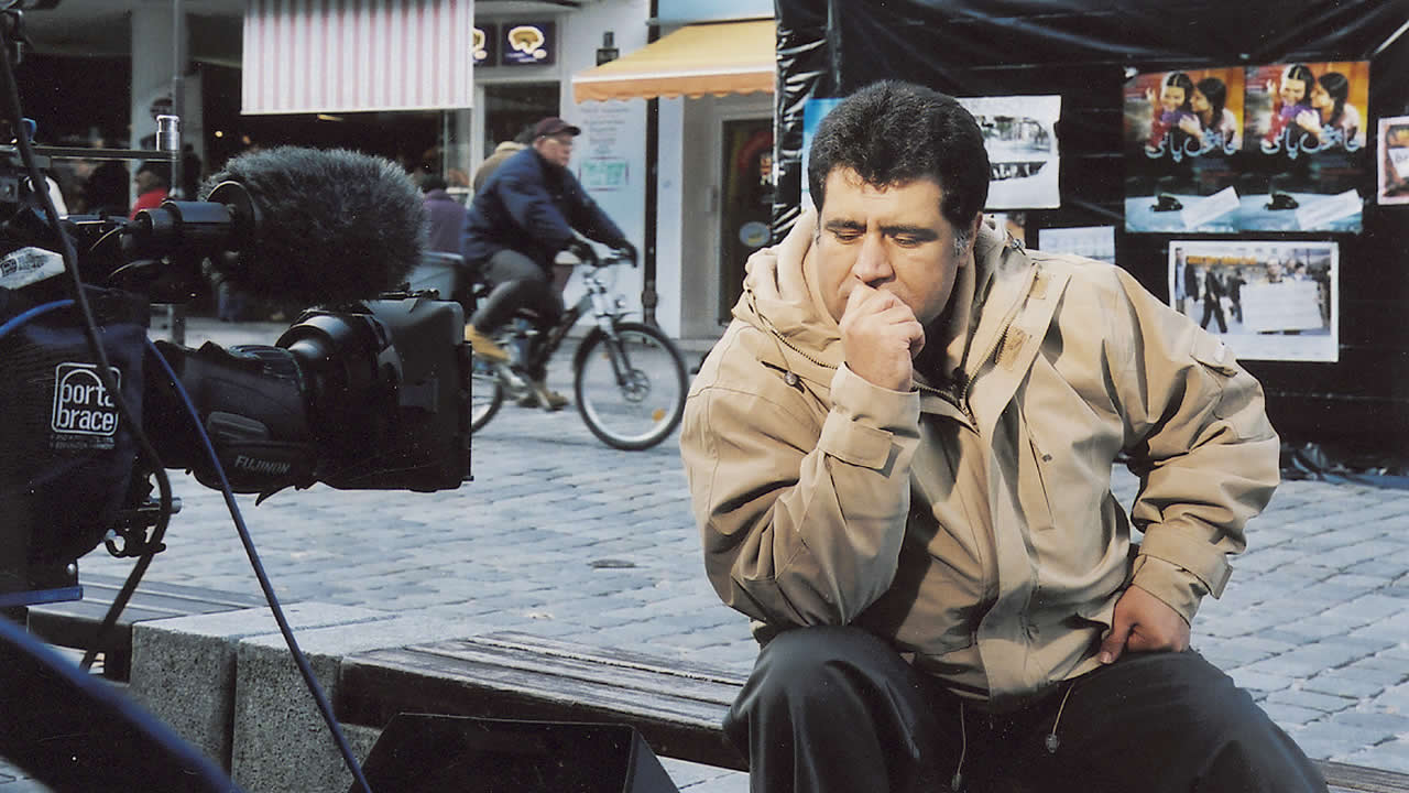 2003 - Siddiq Barmak zeigt den afghanischen Film OSAMA.