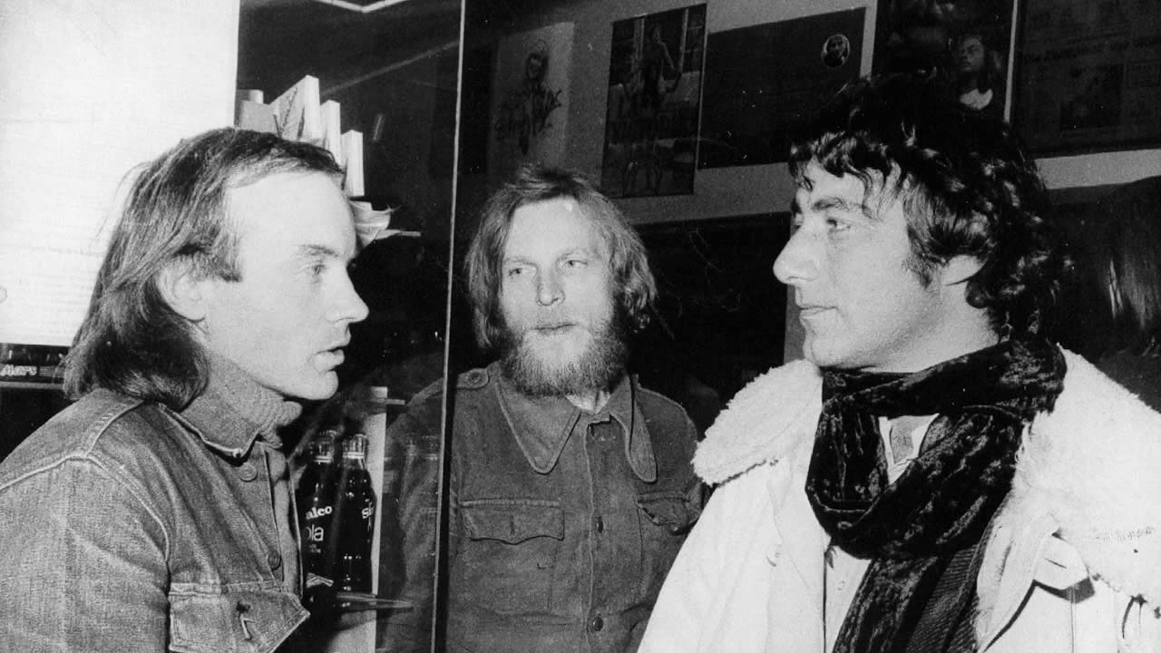 1973 - Der Amerikaner George Moorse, Regisseur von INKI, links, mit seinem »Scriptboy« Henner Dobrick und James Scott (ADULT FUN), rechts.