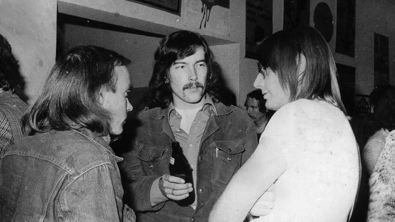 1973 - Diskussion im Foyer: (v.l.n.r.) Regisseur James Scott aus England mit dem Holländer Jan Rötekamp und Heinz Badewitz.