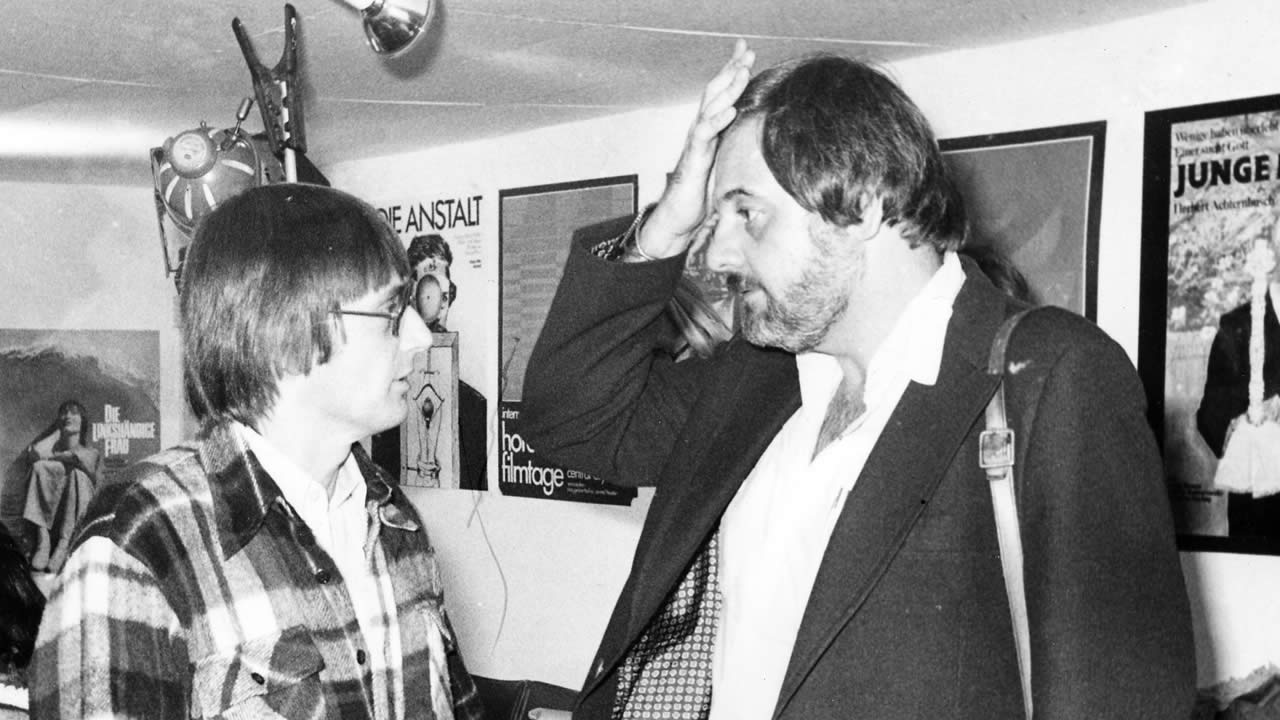 1977 - In the festival office: Heinz Badewitz with George A. Romero who presented his cult movies NIGHT OF THE LIVING DEAD, MARTIN and THE GRAZIES in Hof.