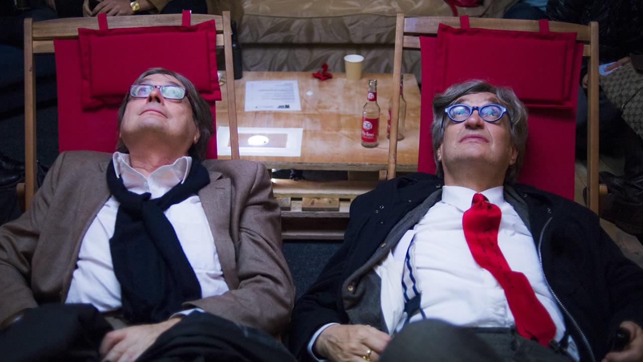 2014 - Heinz Badewitz und Wim Wenders testen das neue Deckenkino »Weiße Wand«.