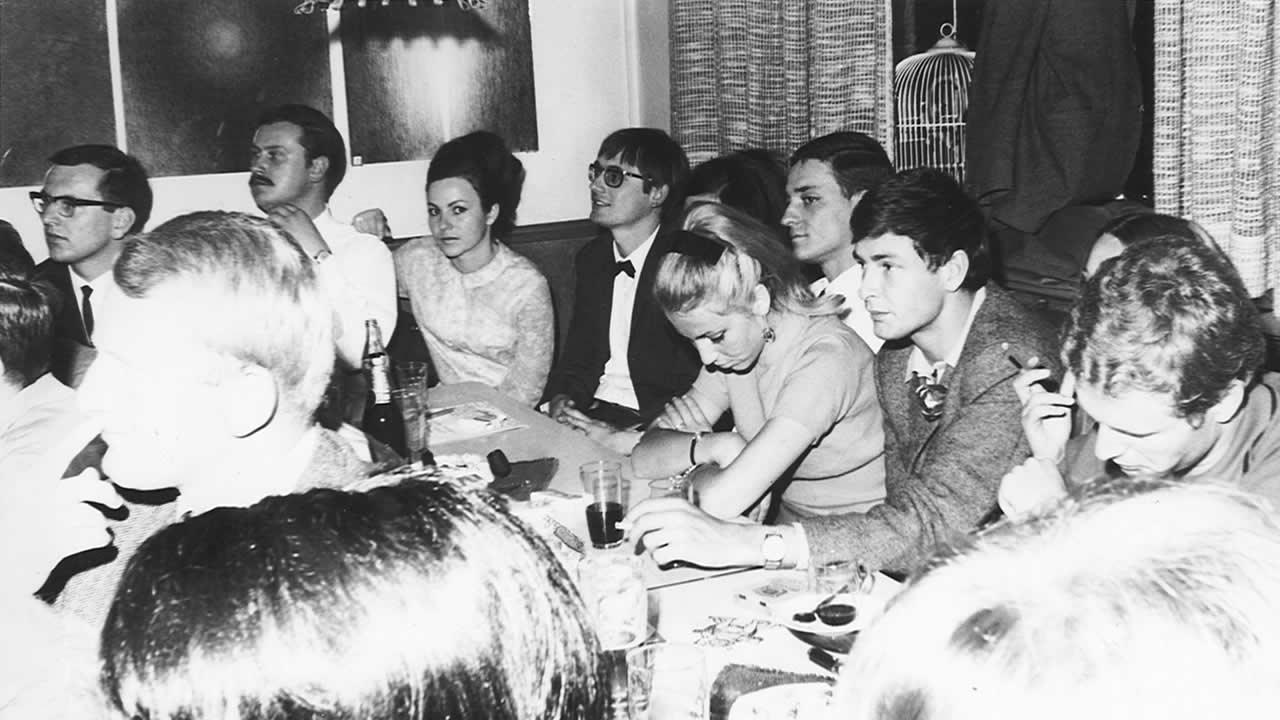 """1967 - The Hof Film Festival's cradle: Werner Weinelt's """"Bootshaus"""", a pub cum gallery cum stage"""