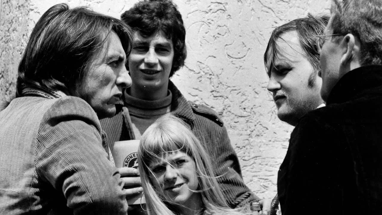 1969 - Regisseur Vlado Kristl (links) im Gespräch mit Fans.