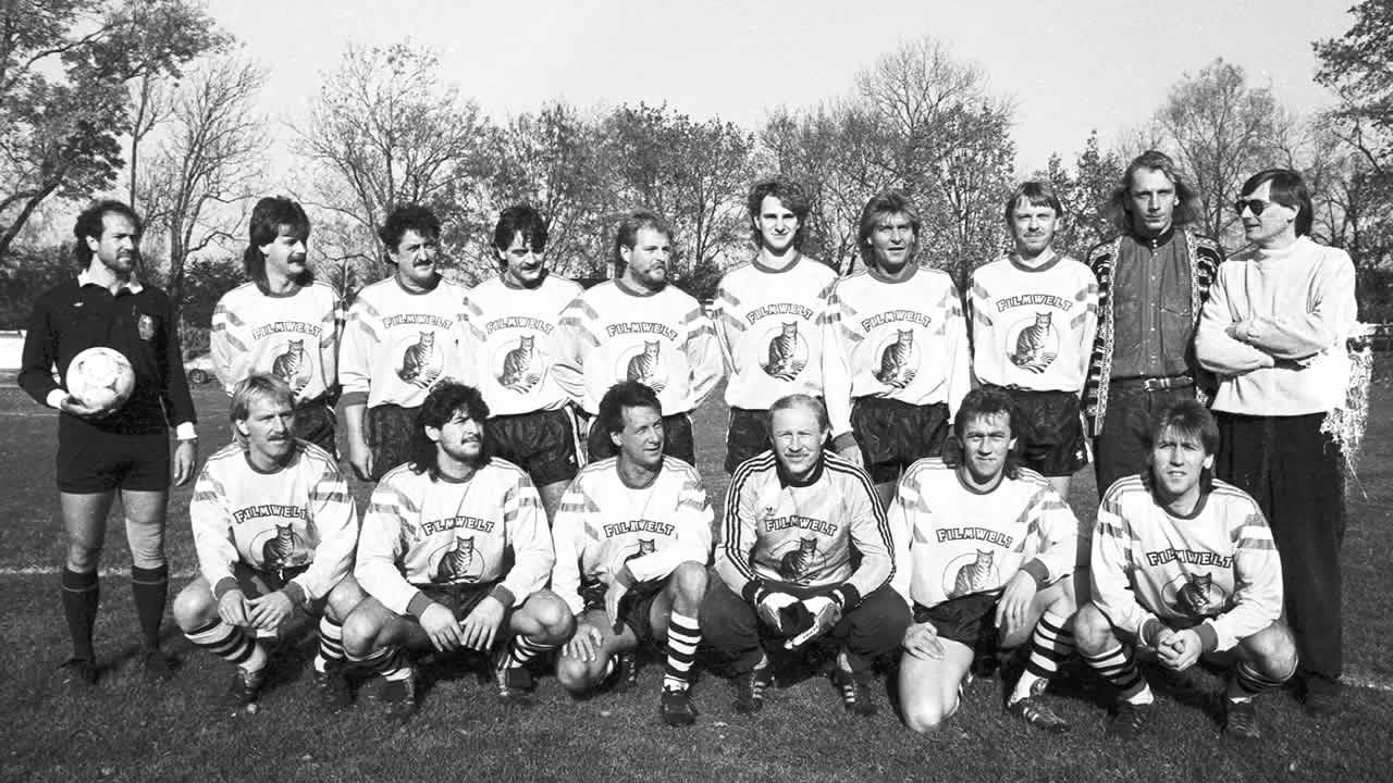 1989: Der FC Filmwelt ringt den FC Hofer Filmtage mit 6:4 nieder.