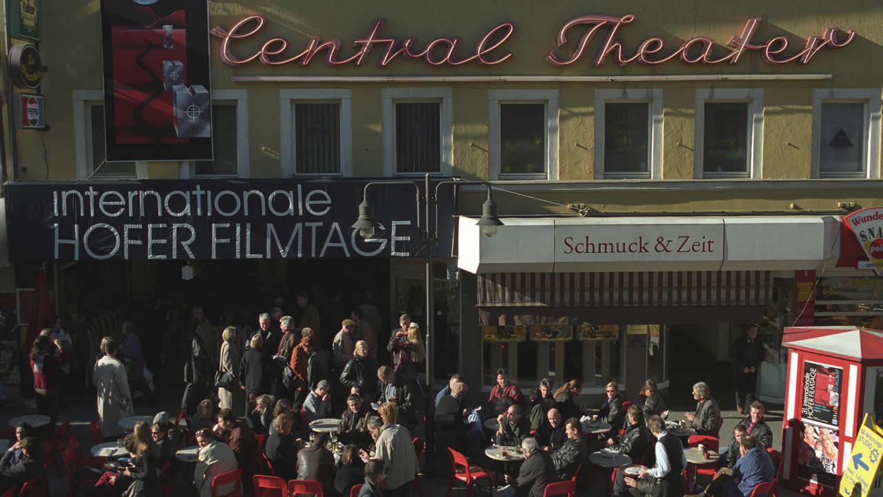 1997 – Festival atmosphere outside the Central Kino