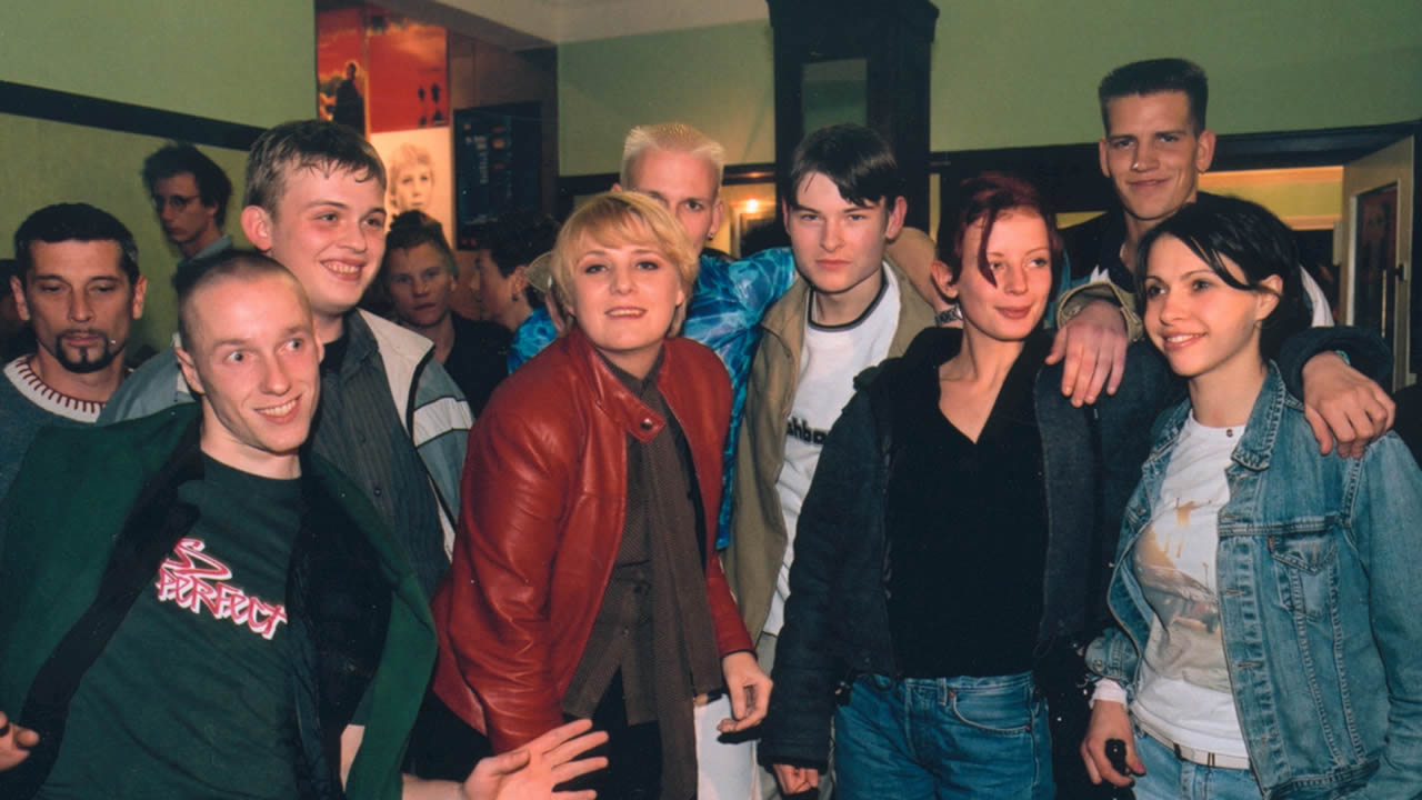 2000 – Director Esther Gronenborn with the team from ALASKA
