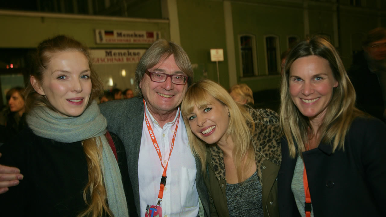 2015 – Welcome! From left, Pheline Roggan, starring in GRUBER IS LEAVING; Heinz Badewitz – festival director; Monika Plura – camerawoman of the short ON THE BEACH; Nele Mueller-Stöfen – director of ON THE BEACH