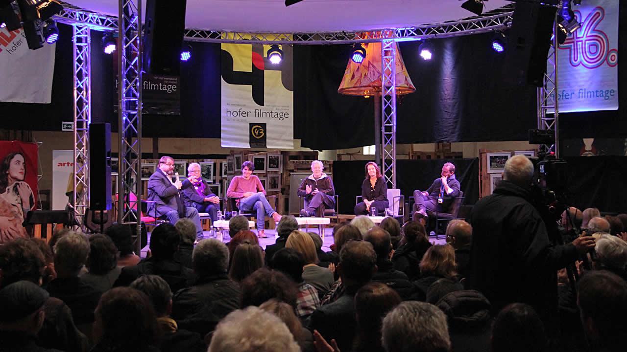 2016 - Gesprächsrunde bei den 50. Internationalen Hofer Filmtagen (von links): Alfred Holighaus, Doris Dörrie, Jochen Laube, Werner Herzog, Caroline Link und Alexander Redel