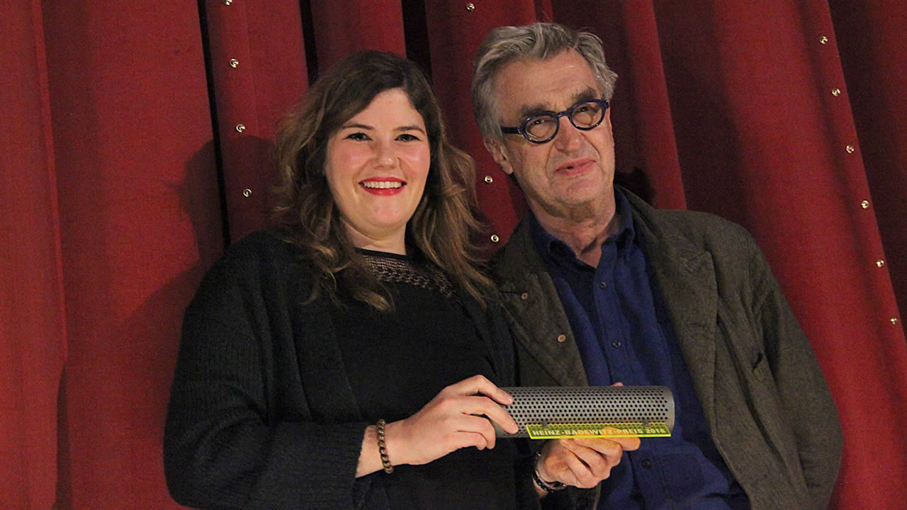 2016 - Wim Wenders überreicht den ersten Heinz-Badewitz-Preis an die Regisseurin Tini Tüllmann für FREDDY EDDY.