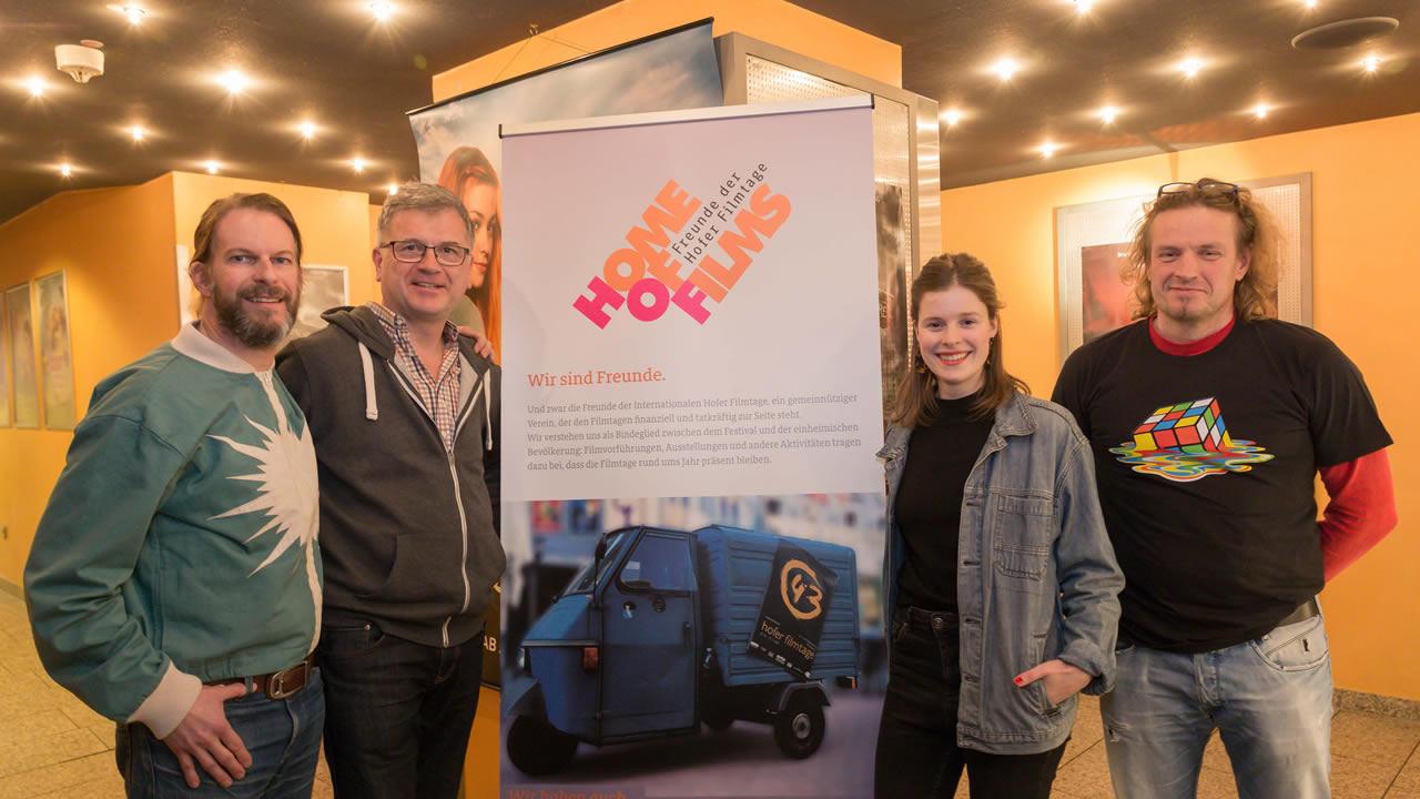 Regisseurin Luzie Loose mit Filmtage-Chef Thorsten Schaumann sowie Marcus Traub und Gerhard Lindner von den Filmtage-Freunden. Foto: Andreas Rau