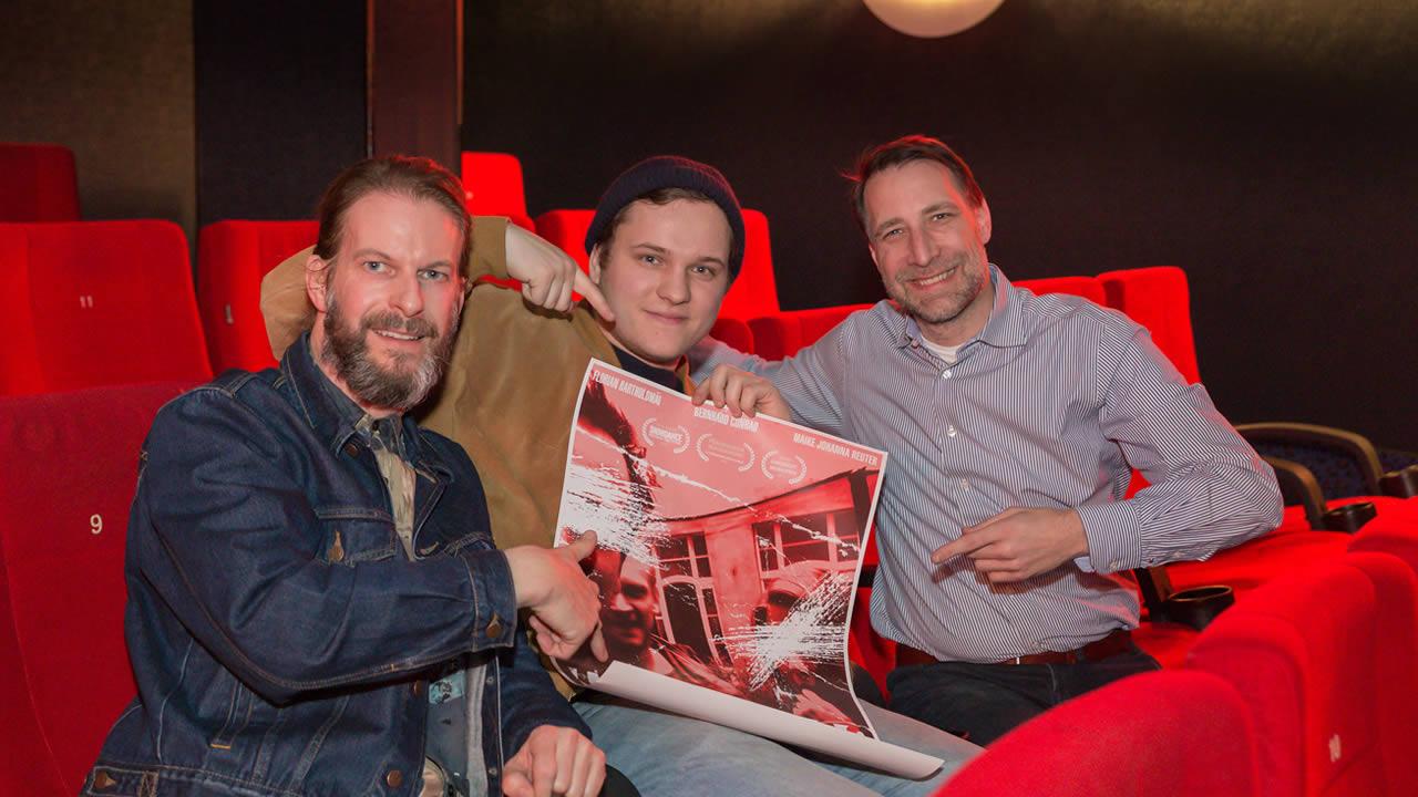 KAHLSCHLAG-Regisseur Max Gleschinski mit Stefan Schmalfuß, Geschäftsführer des Central-Kinos, und Filmtage-Chef Thorsten Schaumann