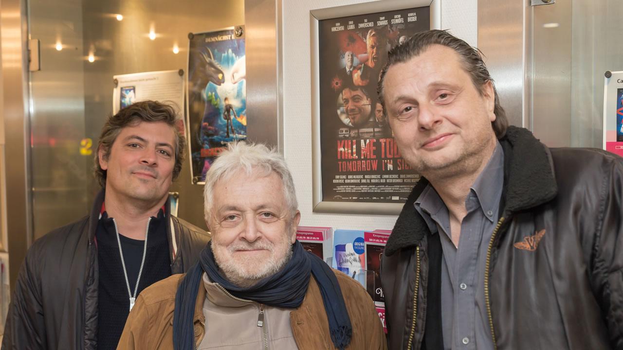 KILL ME TODAY, TOMORROW I'M SICK: Die Regisseure Joachim Schroeder (re.) und Tobias Streck (li.) mit Darsteller Henryk M. Broder