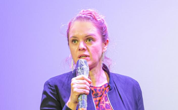 HoF 2020: Julia von Heinz zeigt UND MORGEN DIE GANZE WELT