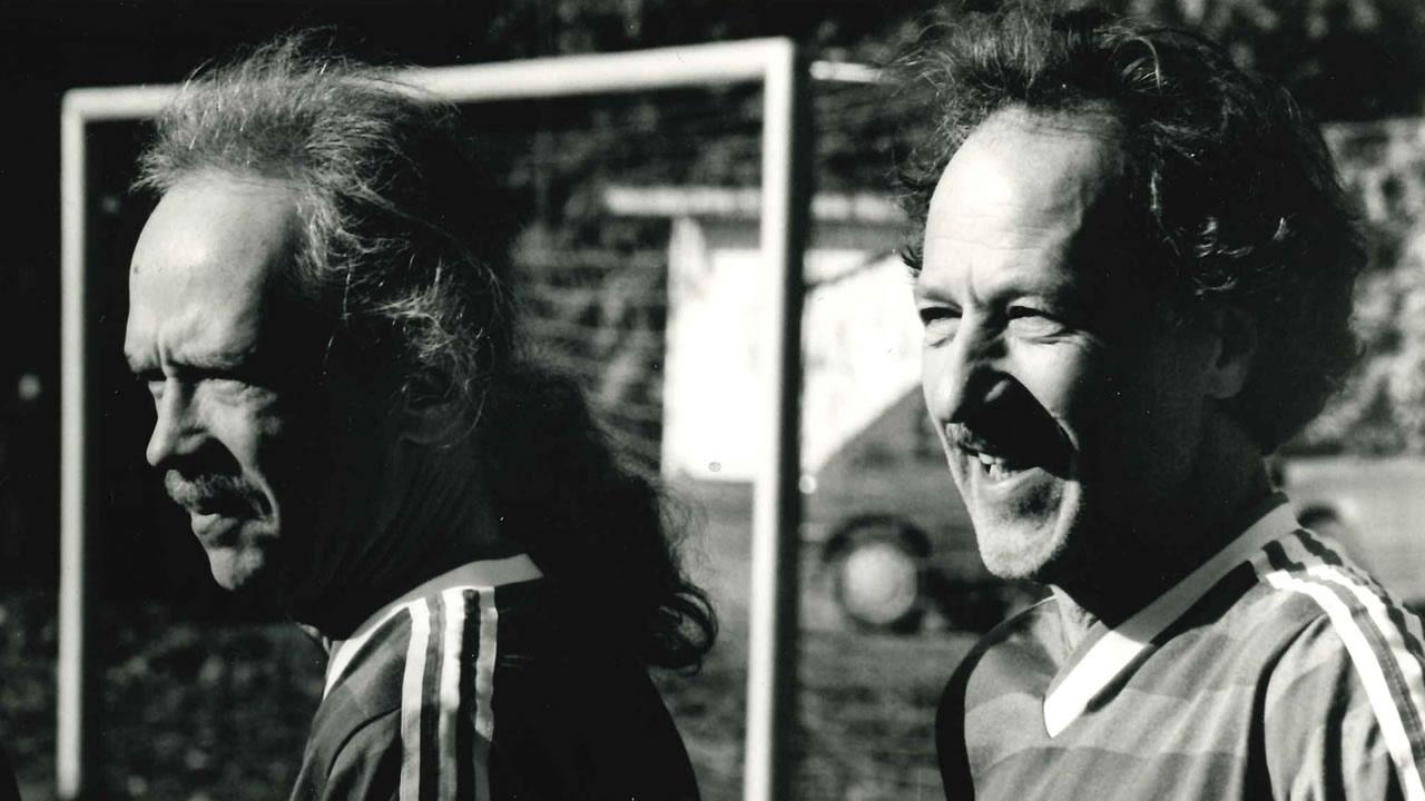 Regisseur John Carpenter und Regisseur Werner Herzog auf dem Hofer Filmtage-Spielfeld 1991